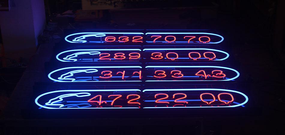 Dominos Pizza Neon Tabela Çalışması